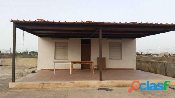 In vendita a Marsala casa vicino il mare