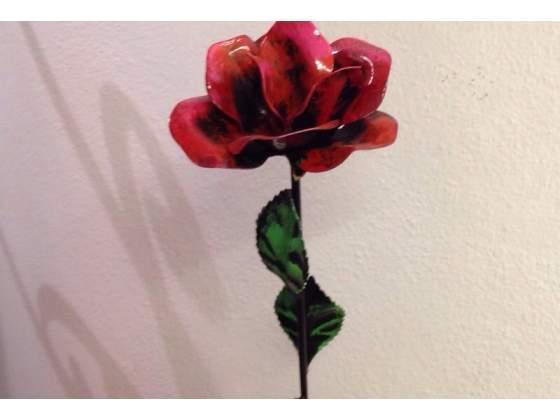 Rosa a stelo in ferro battuto dipinta a mano IDEA REGALO