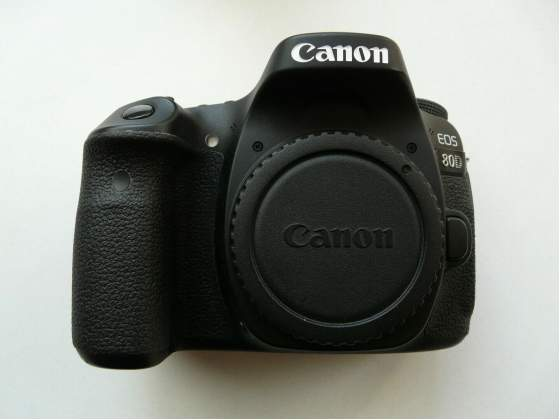 Reflex Canon EOS 80D + kit EF-S  IS STM