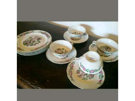 4 tazze da te' di Limoges con bordi in oro piu' 4 piattini