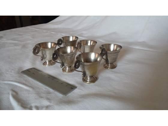 Bicchierini da rosolio a forma di calice con manico