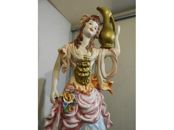 Statua in ceramica dipinta