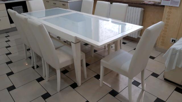 Tavolo in legno con vetro 8 sedie in pelle