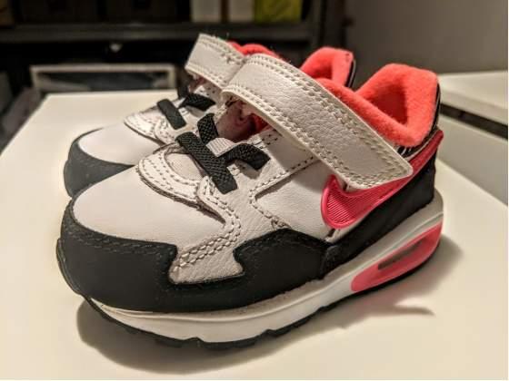 Scarpe Nike Air bambina taglia 22