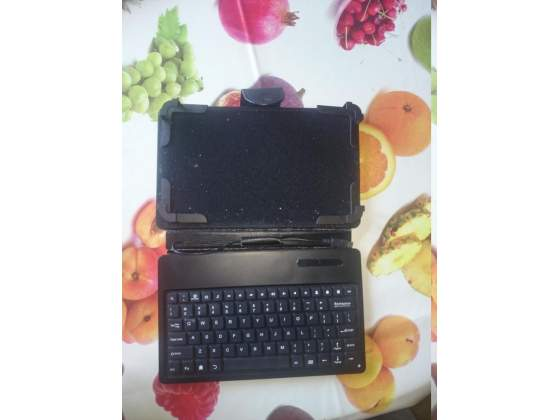 "Custodia con tastiera per tablet 7"""