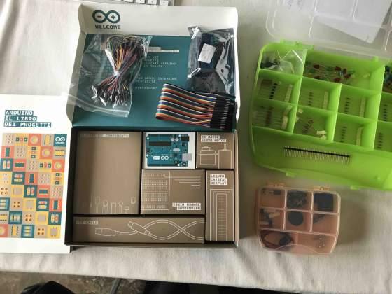 """Arduino R3 kit + libro """"Arduino - Progetti e soluzioni"""""""