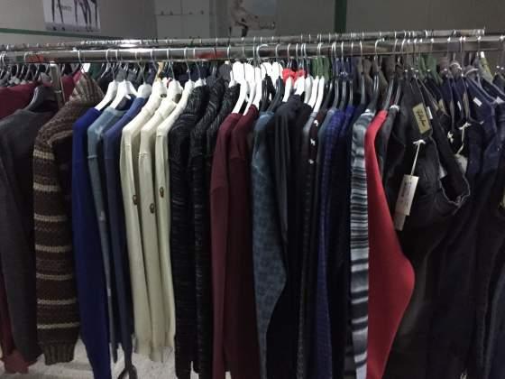 Cerco stock di abbigliamento firmato uomo/donna