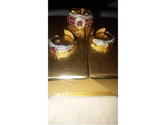 Orecchini e anello in oro con rubini e brillantini