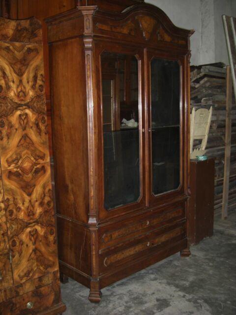 Antico armadio Luigi Filippo in noce con specchio
