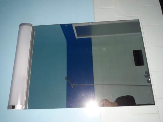 Specchio da bagno praticamente nuovo