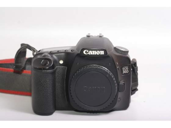 Fotocamera digitale reflex canon eos 30d. modificata