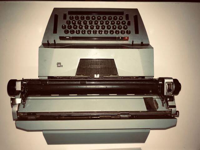 Macchina da scrivere Olivetti 84 usata