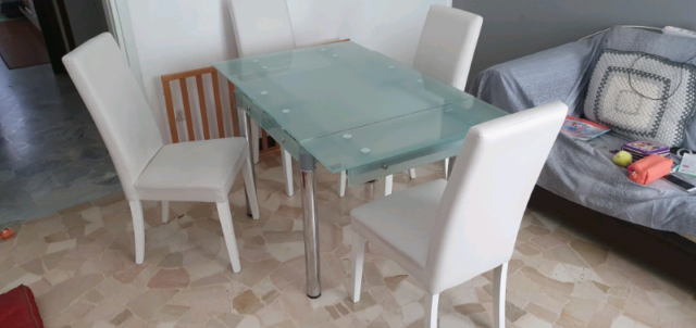 Tavolo vetro piú 4 sedie
