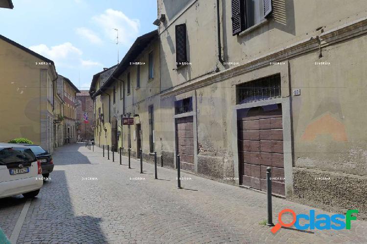 Negozio a due passi dal Castello Visconteo