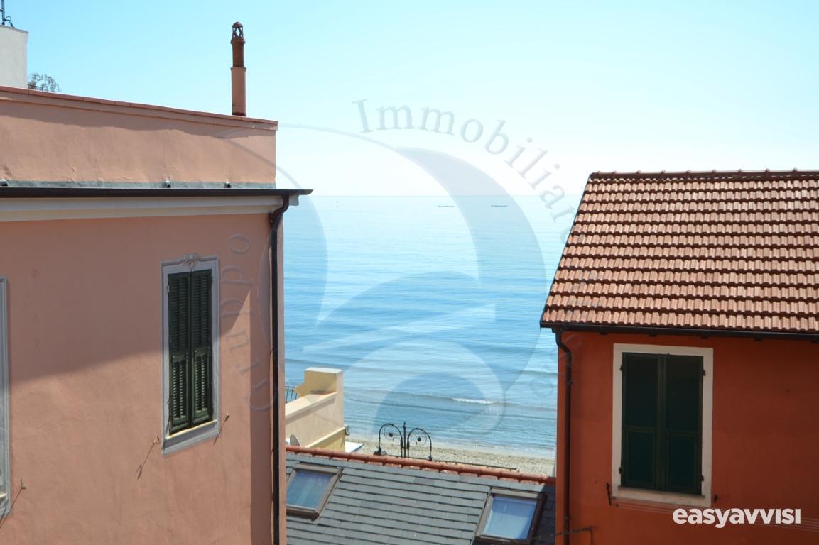 Trilocale con terrazzo e vista mare, provincia di savona