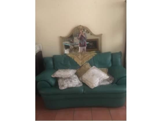 Due divani in pelle nuovi