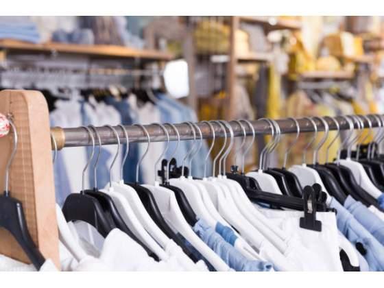 Stock abbigliamento uomo donna