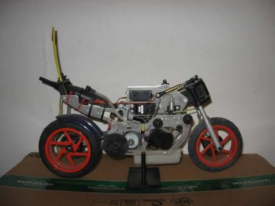 Modellino HONDA RC211V con motore a scoppio