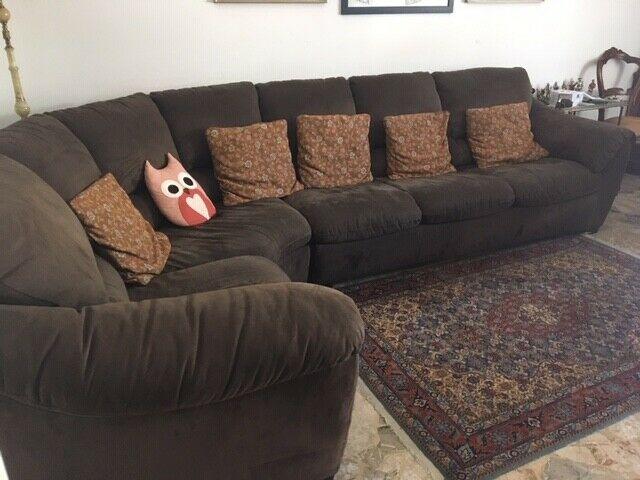 Vendo divano ad angolo 120 euro trattabili posot class for Divano 100 euro