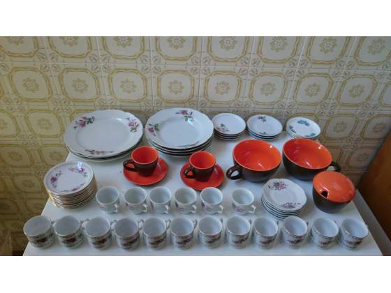 Piatti, tazzine, tazze, in porcellana made in China, (61