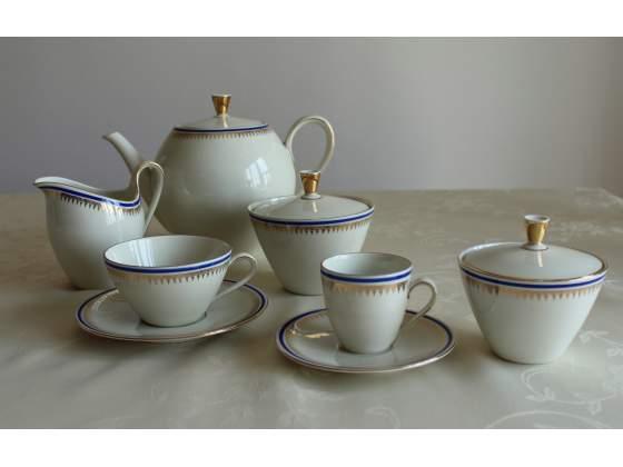 Servizio elegante vintage da tè e caffè