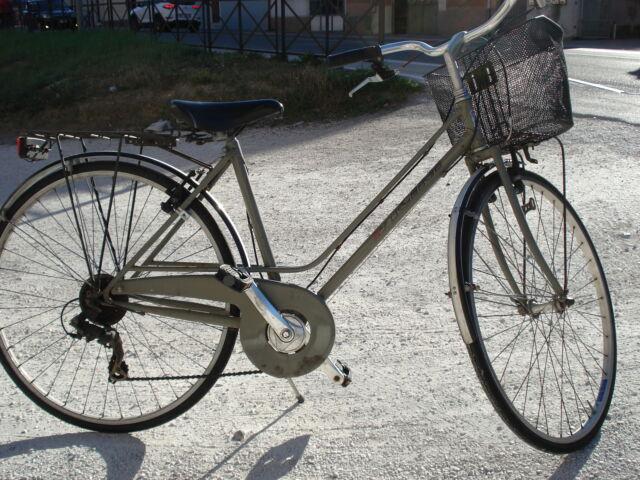 Bicicletta da donna con cerchi da 28 e copertoncini