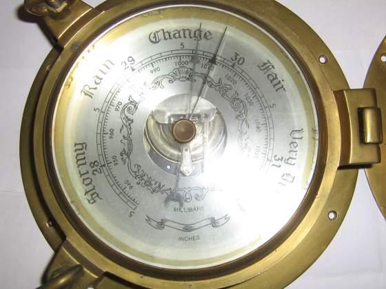 Coppia barometro orologio in fusione pesante di bronzo.