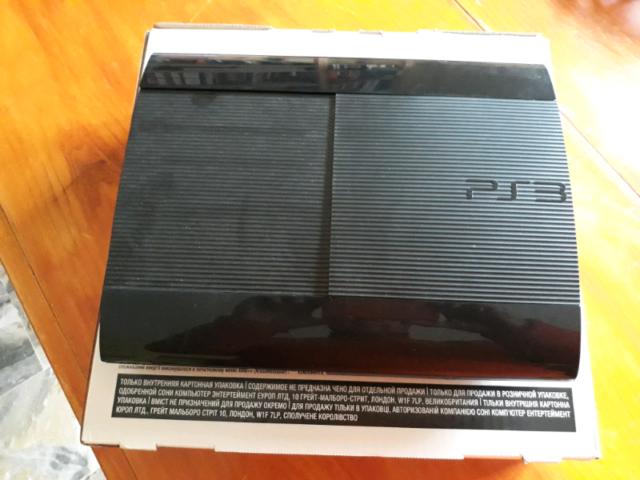 Playstation 3 superslim con 12 giochi