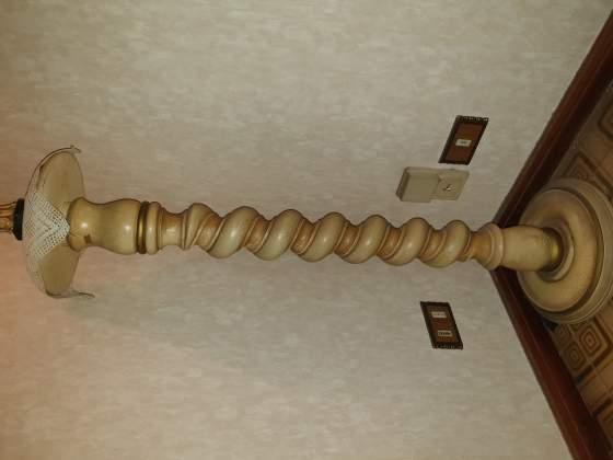 Antica colonnina in legno