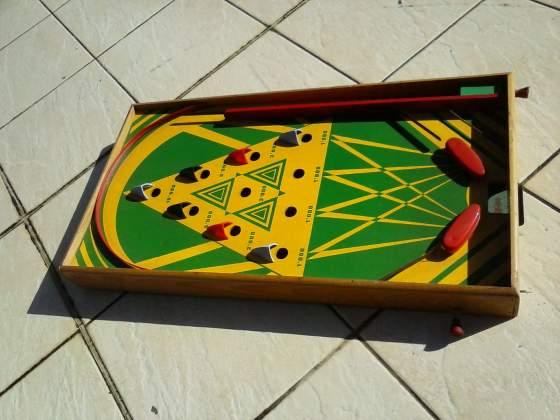 Flipper, giocattolo d'epoca in legno