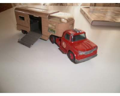 Camion Matchbox dodge tractor king size