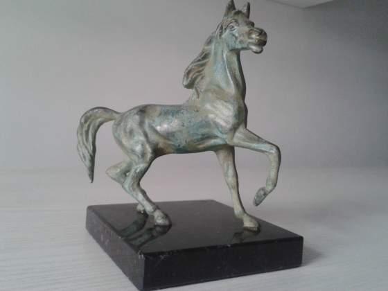 Cavallo bronzo base marmo
