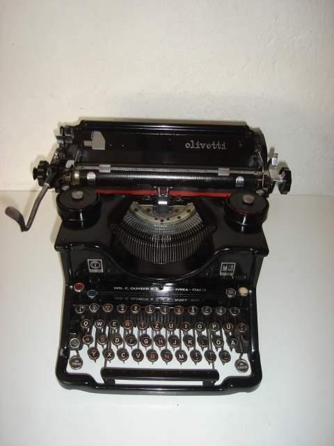 Macchina da scrivere da tavolo olivetti m40
