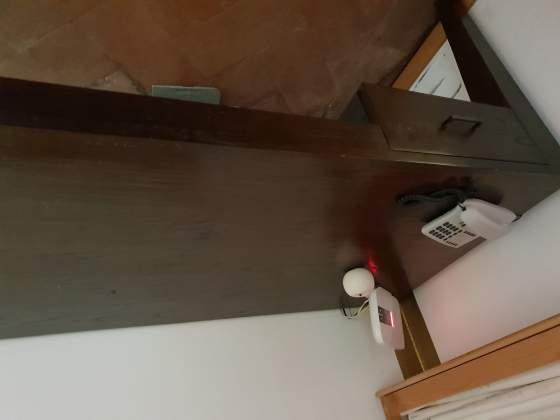 Vendo scrivania/ tavolo in legno massello