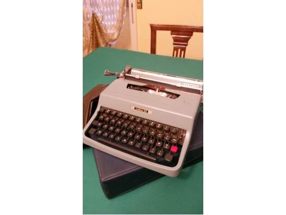 Macchina da scrivere Olivetti