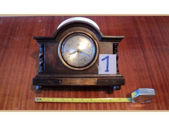 Orologio in legno massello con colonne n di rif 1