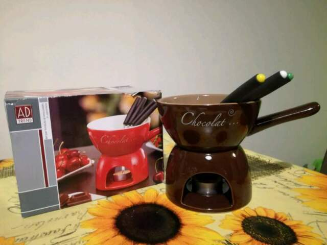 Fonduta al cioccolato in ceramica nuova