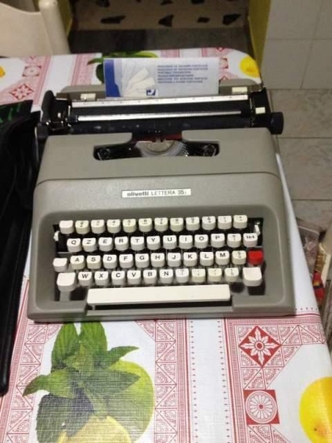 Macchina da scrivere Olivetti lettera 35, anno