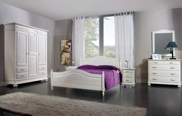 Arredi rustici: Camere da letto in legno abete spazzolato