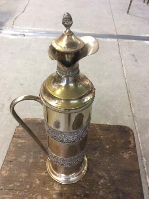 Bottiglia/caraffa in metallo dorato
