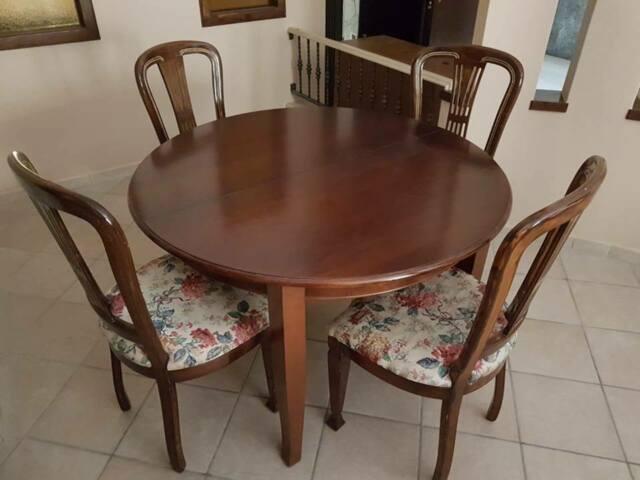 Tavolo espandibile con 4 sedie