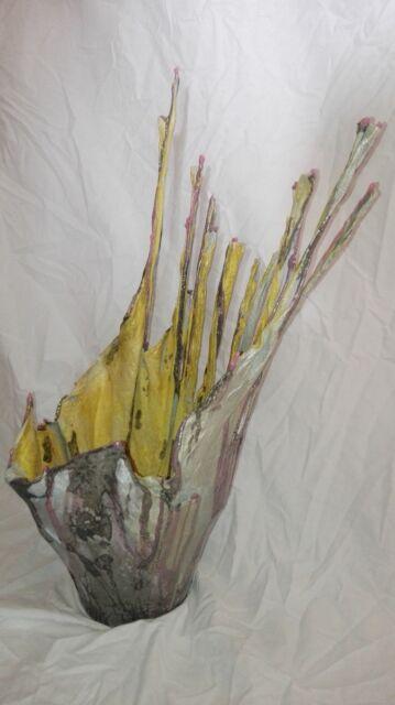 Vaso di arte moderna in stile cementista
