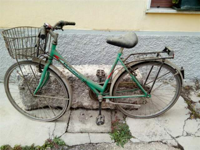 Eu bicicletta da donna usata da sistemare vedi foto.
