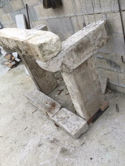 Camino in pietra antico