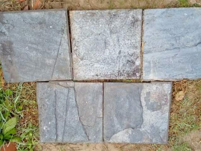 Pavimento in pietra cm. 30 x 30