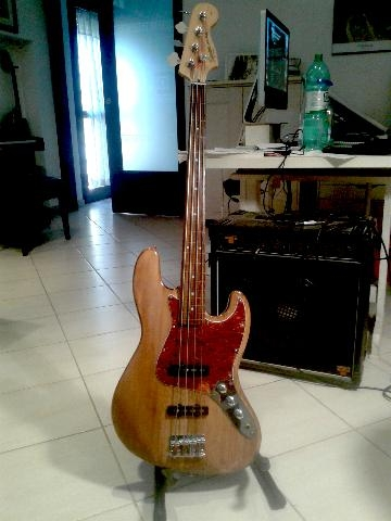 SQUIER JAZZ BASS MODIF. FRETLESS
