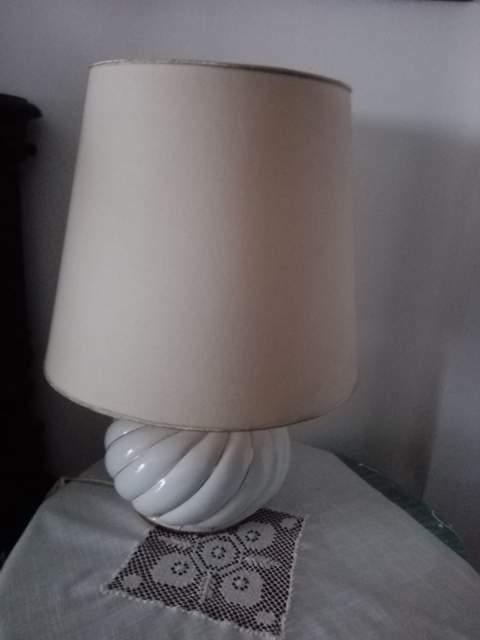LAMPADA da TAVOLO di colore bianco, degli ANNI '80