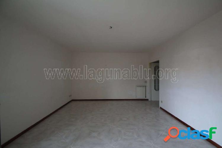 Appartamento 120mq 1° piano con posto auto