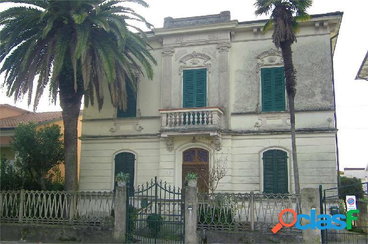 Appartamento in villa a Viareggio