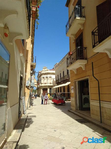 Locale commerciale di 110 mq via 11 Maggio